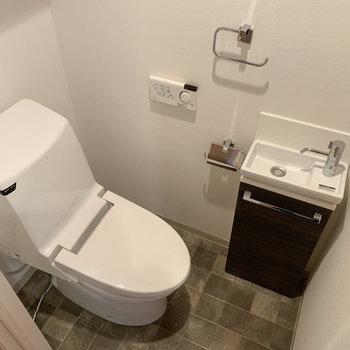 トイレにも手洗い場付き