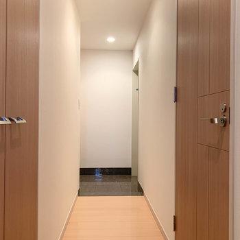 廊下進んで角に玄関