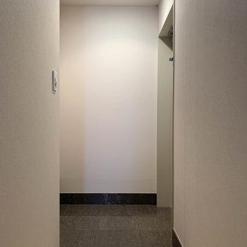 玄関も広いです