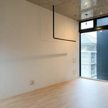 【LDK】室内干しのハンガーパイプすら、展示作品のようです。