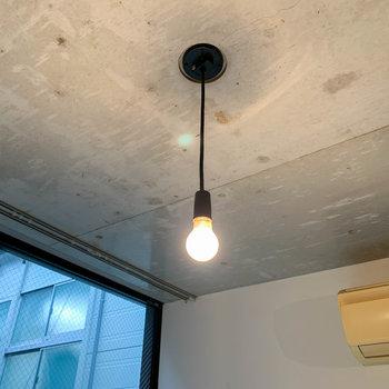 照明の電球の感じがまた、雰囲気を作っています。
