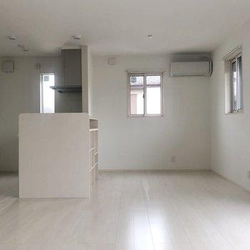白を基調にしたお部屋。