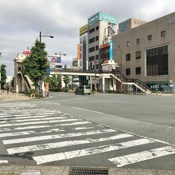 あの歩道橋を渡って、目の前の横断歩道を渡ったらもう久留米駅!