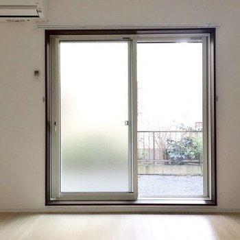 淡い色合いがほっこりする優しいお部屋。※ 写真は通電前のものです