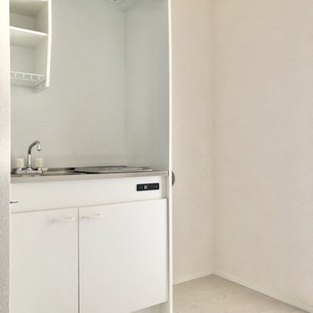 キッチンも清潔感のある白色です。