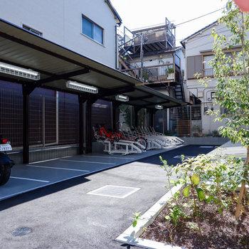 駐輪場はオートロック内にあり、屋根もあるので安心です。
