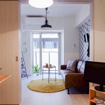 扉も白で統一されているので、スッキリとした印象です。※家具はサンプルです