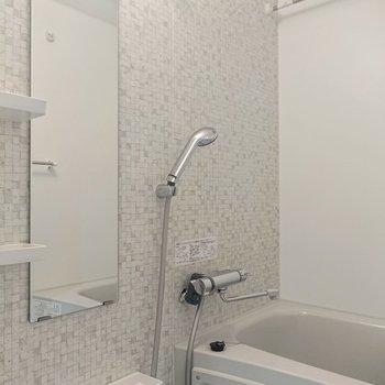 浴室は幾何学模様に驚きました。洗練された印象を受けます。※写真は前回募集時のものです