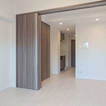 開けることで開放感が生まれます。※写真は2階の同間取り別部屋のものです