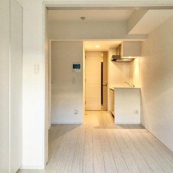 フローリングもキレイなんです。※写真は1階の同間取り別部屋のものです