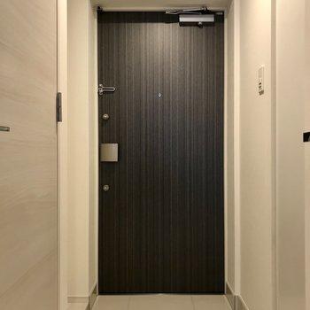 ゆとりある玄関ですね。※写真は1階の同間取り別部屋のものです