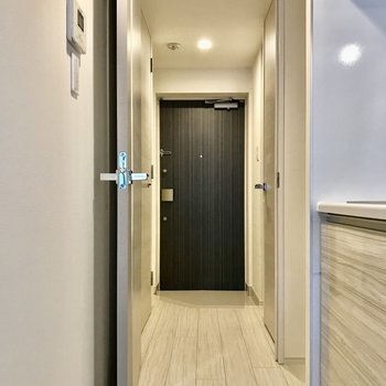 廊下へ進みましょう。※写真は1階の同間取り別部屋のものです