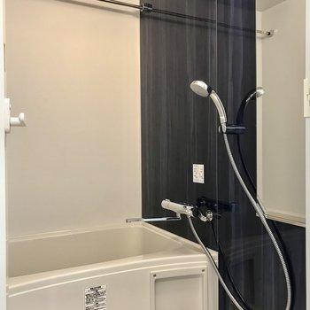 浴室乾燥付きで便利。※写真は1階の同間取り別部屋のものです