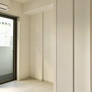 約4.2帖の洋室。※写真は1階の同間取り別部屋のものです