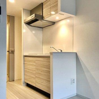 食器棚も十分確保されてますね。※写真は1階の同間取り別部屋のものです