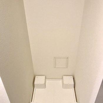 洗濯パンは玄関横に。※写真は1階の同間取り別部屋のものです