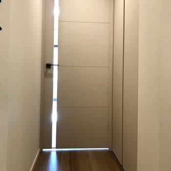 収納は廊下にありますよ。