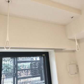 室内干しフックがあるので、雨の日のお洗濯に便利