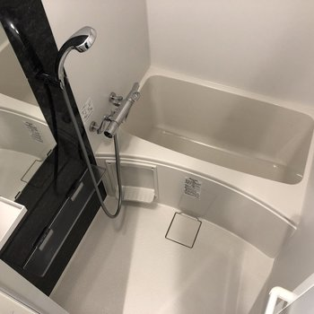 お風呂はコンパクト。掃除も楽々。