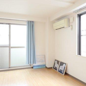居室は約7帖。明るい空間です。(※写真は3階の反転間取り別部屋、モデルルームのものです)