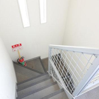 お部屋は4階。アクセスは階段のみです。