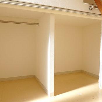 下はロールスクリーン付きの収納。空間の有効活用。