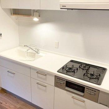【イメージ】キッチンは3口ガスコンロが付いています