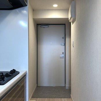 靴を脱ぎ履きしやすい玄関です。※写真は5階の同間取り別部屋のものです