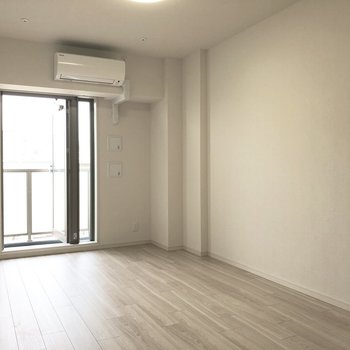 木の温もりを感じる床です。 ※写真は5階の同間取り別部屋のものです