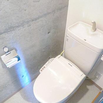 【トイレ】ここにもコンクリ。嬉しいウォシュレット付きです◎