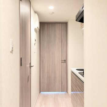 お部屋まで一直線に繋がった見通しのいい廊下です。※写真は前回募集時のものです