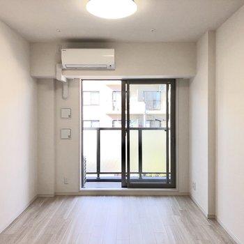 窓は大きく、風を部屋全体に取り込みます。※写真は前回募集時のものです