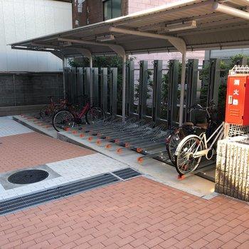 敷地内には駐輪場があります。
