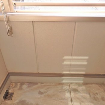 バルコニーはこじんまり。浴室乾燥機とうまく使い分けましょうね。(※写真は3階の同間取り別部屋のものです)