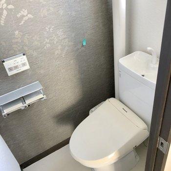 トイレもお洒落クロスでぬかりなく(※写真は清掃前です)