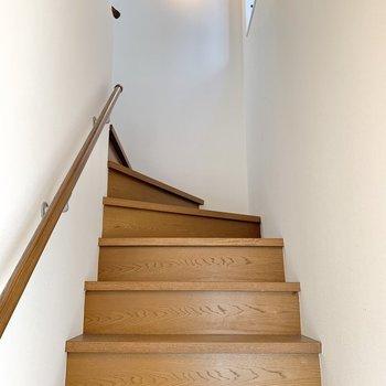 ドアを開けると階段です。のぼりやすかったですよ~。