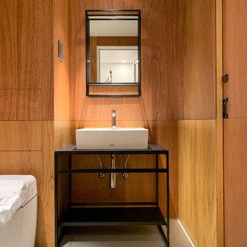 脱衣所もホテルのような上質な雰囲気です。