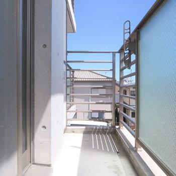 洗濯物もしっかり干せます ※写真は3階同間取り・別部屋のものです。