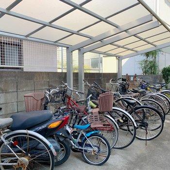 駐輪スペースは屋根付きで雨の日も安心です◎