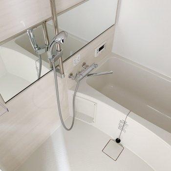 お風呂には追い焚き機能・浴室乾燥機能付いてます◎