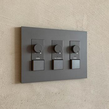 【ディテール】スイッチ類も、部屋に馴染むようなシンプルなデザイン。調光ができます。※写真は3階の同間取り別部屋、前回募集時のものです