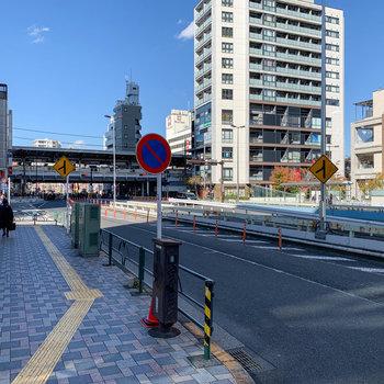 中目黒駅の東口まで、歩いて約4分ほどです。