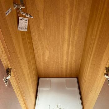 廊下、居室側に洗濯機置き場があります。※写真は3階の同間取り別部屋、前回募集時のものです