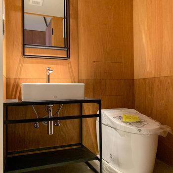 脱衣所もホテルのような上質な雰囲気です。※写真は3階の同間取り別部屋、前回募集時のものです
