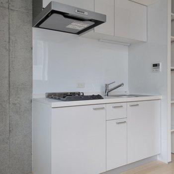 左側に冷蔵庫が置けるスペースがあります。