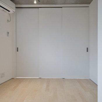 【LDK】テレビ線は右側にあります。※写真は2階の同間取り別部屋のものです。