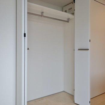 【LDK】収納もたくさん入りそうです。※写真は2階の同間取り別部屋のものです。
