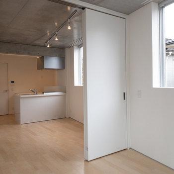 ぴかぴか新築です。※写真は2階の同間取り別部屋のものです。