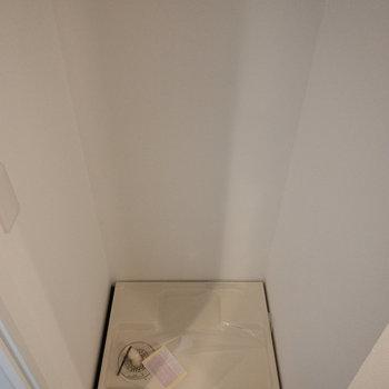 洗濯機がすっぽり入りそうです。※写真は4階の同間取り別部屋のものです。