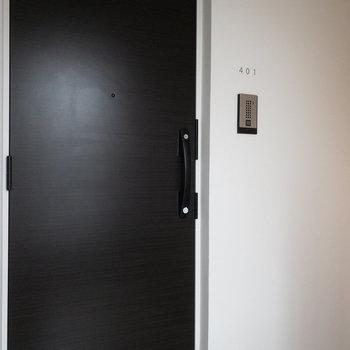 階段上がってすぐお部屋です。